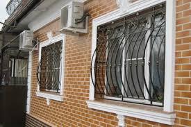 Как выбрать безопасные окна с защитой от проникновения
